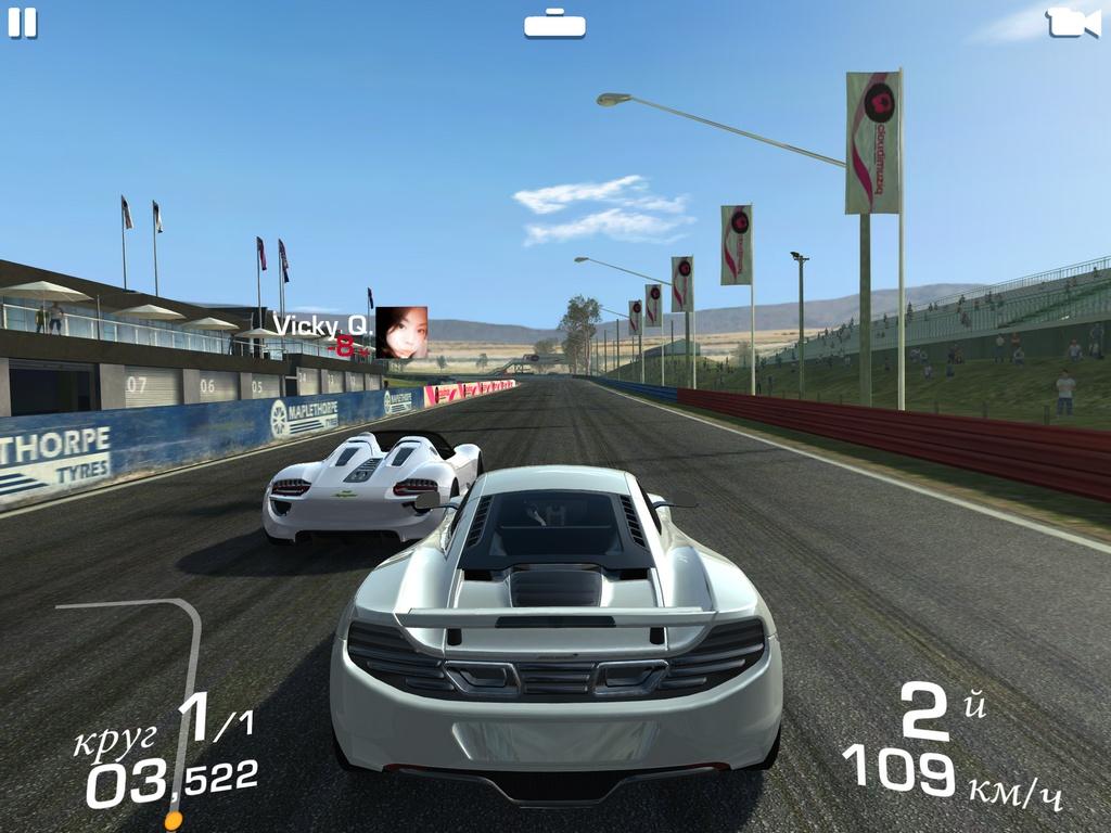 Real Racing 3 oferece carros com desconto para cativar o jogador a comprar créditos