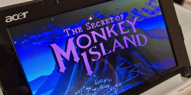 The Secret of Monkey Island exibido na tela de um netbook Acer Apire One