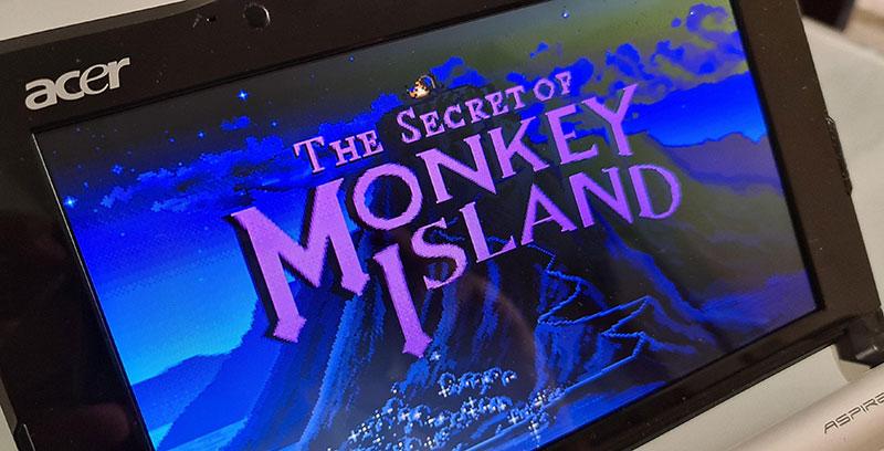 The Secret of Monkey Island exibido na tela de um netbook Acer Apire One
